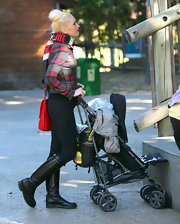 Gwen Stefani paired her plaid zip-up jacket with a striped scarf for her trip to the zoo on Christmas Eve.