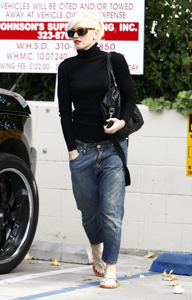 Gwen+Stefani in Gwen Stefani And Son At A Nail Salon In West Hollywood