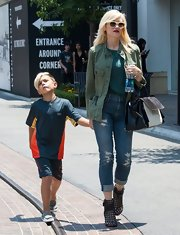 Gwen's army green utility jacket was a casual but trendy choice for the mom on-the-go.