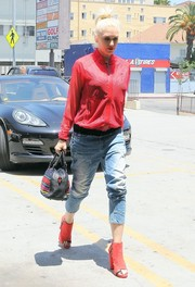 Gwen Stefani added another pop of red via a pair of open-toe ankle boots.