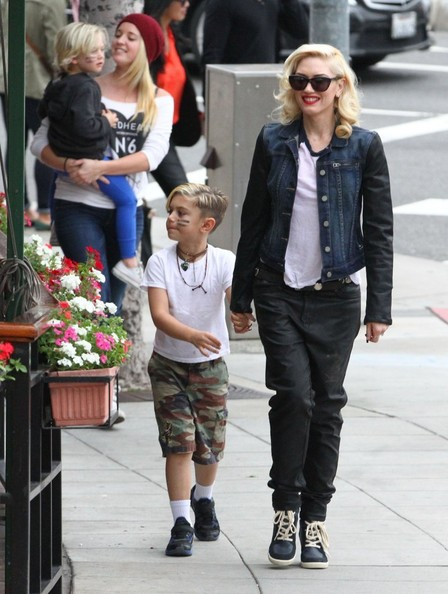 Gwen Stefani Takes Her Boys To Lunch At Cafe Med