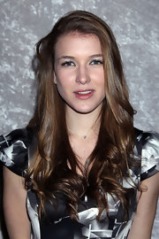 Nathalia Ramos had her tresses side parted at the new season party of 'Big Love.'