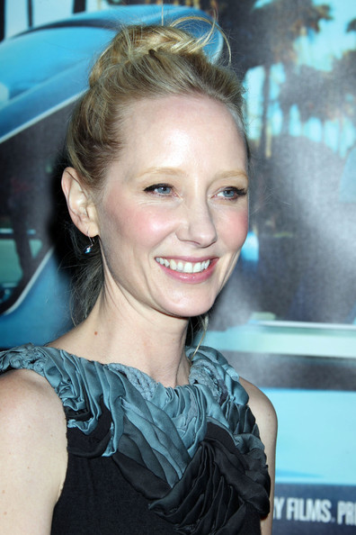 Anne Heche opted for an on trend twisted bun at the premiere of HBO's 'His Way' premiere.