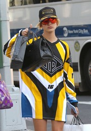 Hailey Baldwin topped off her look with a black and yellow baseball cap.