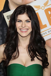 Alexandra Daddario framed her face with long cascading curls at the premiere of 'Hall Pass.'