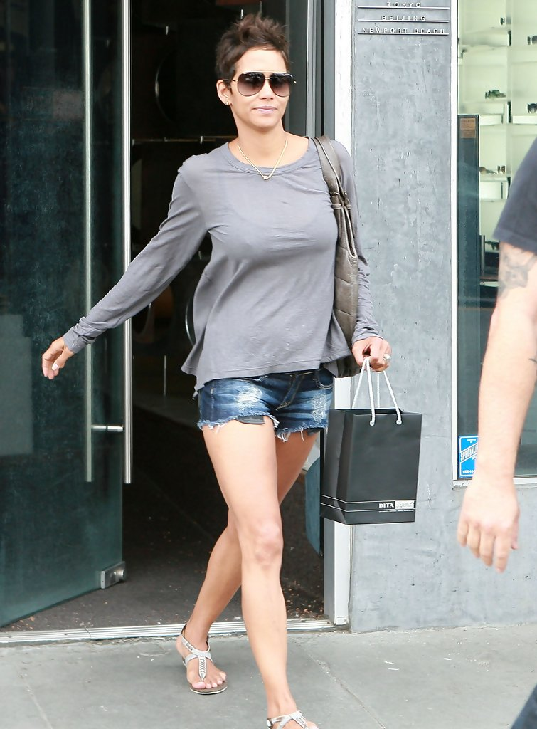 Halle Berry Jean Shorts Halle Berry Clothes Looks