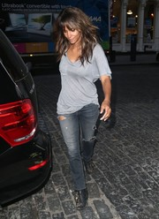 Halle Berry looked scruffy in a loose gray T-shirt teamed with a disheveled 'do while grabbing dinner in New York City.