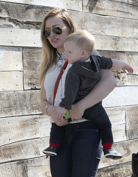 More Pics of Hilary Duff Skinny Jeans (1 of 12) - Hilary Duff Lookbook - StyleBistro