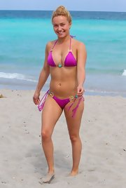 Hayden Panettiere chose a fuchsia pink string bikini with turquoise and gold embellishments for her slinky beach look.