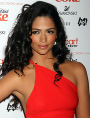 Camila Alves looked seductive with smokey eyes lined with black kohl liner.