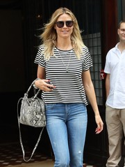 Heidi Klum geared up for a sunny day with a pair of black aviators.
