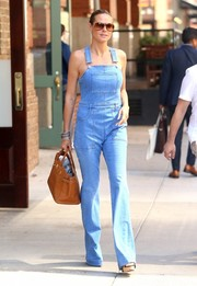 Heidi Klum paired her casual outfit with an ultra-luxe Hermes Birkin, in tan.