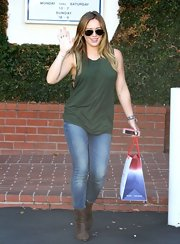 Hilary paired her slouchy tank with some classic-wash skinny jeans.