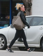 Hilary Duff headed to the gym carrying an oversized taupe bag by Celine.