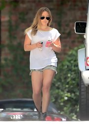 Hilary Duff looked casual and cool in this oversized white tee.