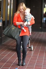 Hilary Duff looked comfy and cozy (but still oh-so-chic!) in a dark-washing pair of jean leggings.