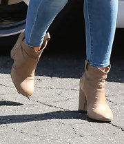 Hilary Duff's light tan ankle booties matched her light tan sweater for an easy-breezy daytime look.