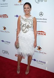 Lindsay paired her white feathered dress with nude peep toe pumps.