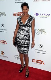 Regina King looked amazing in a black and white print dress, which she paired with ankle strap heels.