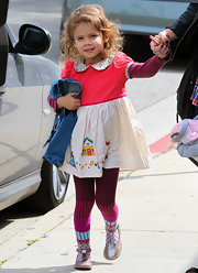 Honor Warren looked too-cute in her baby doll dress with a peter pan collar.