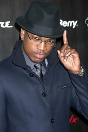 Ne-Yo looked dapper in a black bowler hat.