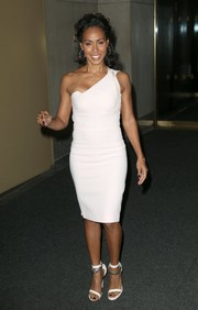 A pair of chain-embellished white ankle-strap sandals added a hint of edge to Jada Pinkett Smith's look.