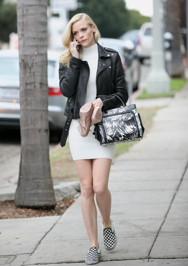 Jaime King Heads To An Office Building