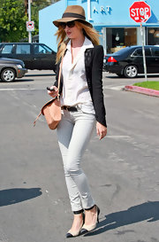 Those skinny jeans did an excellent job of showing off Rosie Huntington-Whiteley's super-slim legs.
