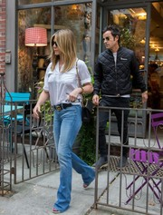 Jennifer Aniston kept it laid-back with a pair of bootcut jeans.
