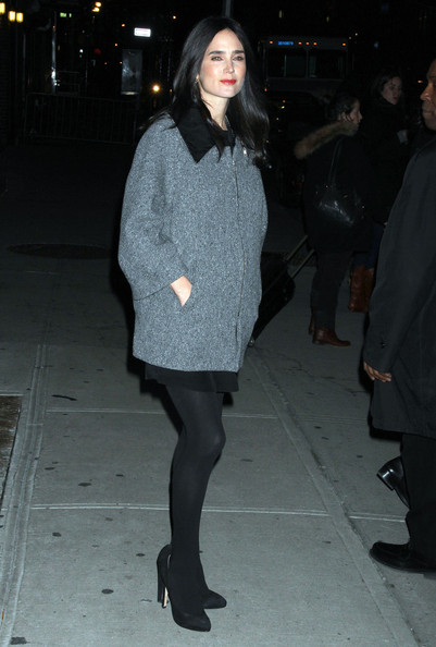 Jennifer Connelly donned sleek black suede pumps with matching opaque tights.