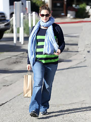 Jennifer Garner looked low-key as ever in a pair of flared trouser jeans and sneakers.