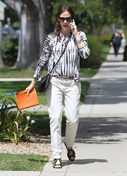 Jennifer Garner opted for a more bohemian look when she sported this white and blue tie-dye top.