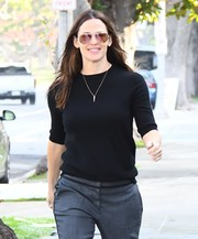 Jennifer Garner ran errands in Santa Monica wearing classic Ray-Ban aviators.