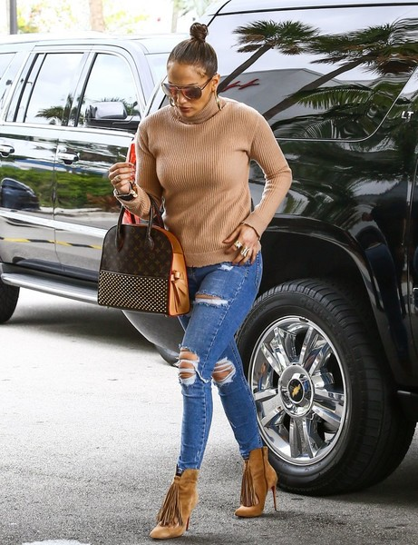 Jennifer Lopez rounded out her airport ensemble with a studded tote by Louis Vuitton x Christian Louboutin.