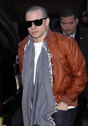 Casper Smart's solid scarf added some volume and color to his outfit.