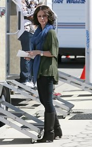 On the set of Ghost Whisperer, Jennifer love Hewitt  donned a cool pair of fold over boots. She topped her look off with a loose t-shirt and a blue scarf.