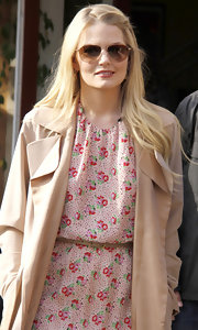 Jennifer Morrison maintained her classic appeal with a pair of gold aviators.