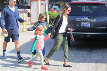 Jessica Alba Cash Warren Jessica Alba Goes Out with Her Family in Santa Monica
