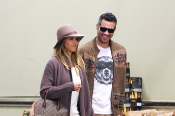 Jessica Alba Cash Warren Jessica Alba & Family Go To Brunch