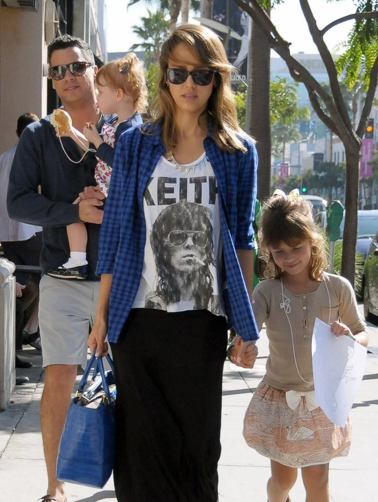 Jessica Alba & Family Lunch In Beverly Hills