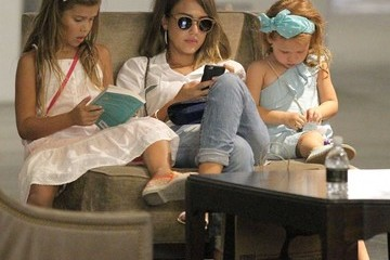 Jessica Alba Honor Warren Jessica Alba Takes Her Daughters Shopping at The Grove