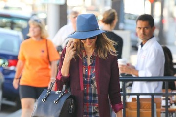 Jessica Alba's Hat and Scarf
