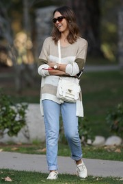 Jessica Alba completed her casual attire with white canvas sneakers by Vans.