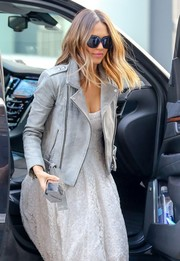 Jessica Alba accessorized with a pair of oversized Elizabeth and James sunglasses for a day out in New York City.