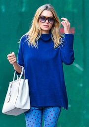 Jessica Hart donned a pair of tortoiseshell shield sunglasses for a day of errands.