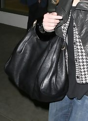 Jessica is seen arriving at LAX where she looked as stylish as always. She kept her outfit low-key with an all black ensemble and black leather hobo bag.