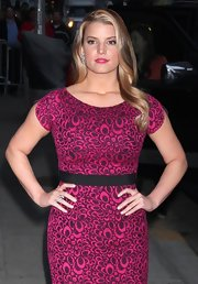 Jessica looked gorgeous in her fuchsia pink printed dress. Her pop of lipstick and slightly curled hair were flawless.
