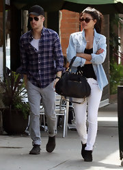 Jessica Szohr gave her look a spring touch with white zippered skinny jeans.
