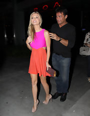 Joanna Krupa contrasted her color-blocked look with this striped hard case clutch.