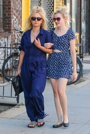 Juno Temple completed her strolling outfit with a pair of striped slides.